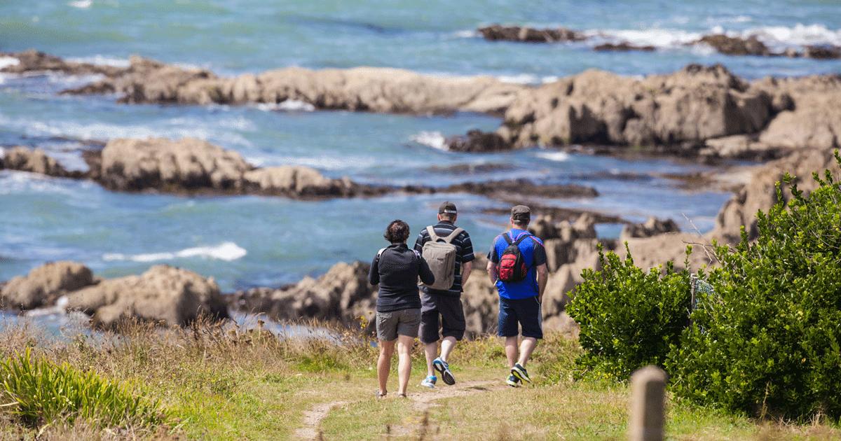Trois randonneurs sur le GR34