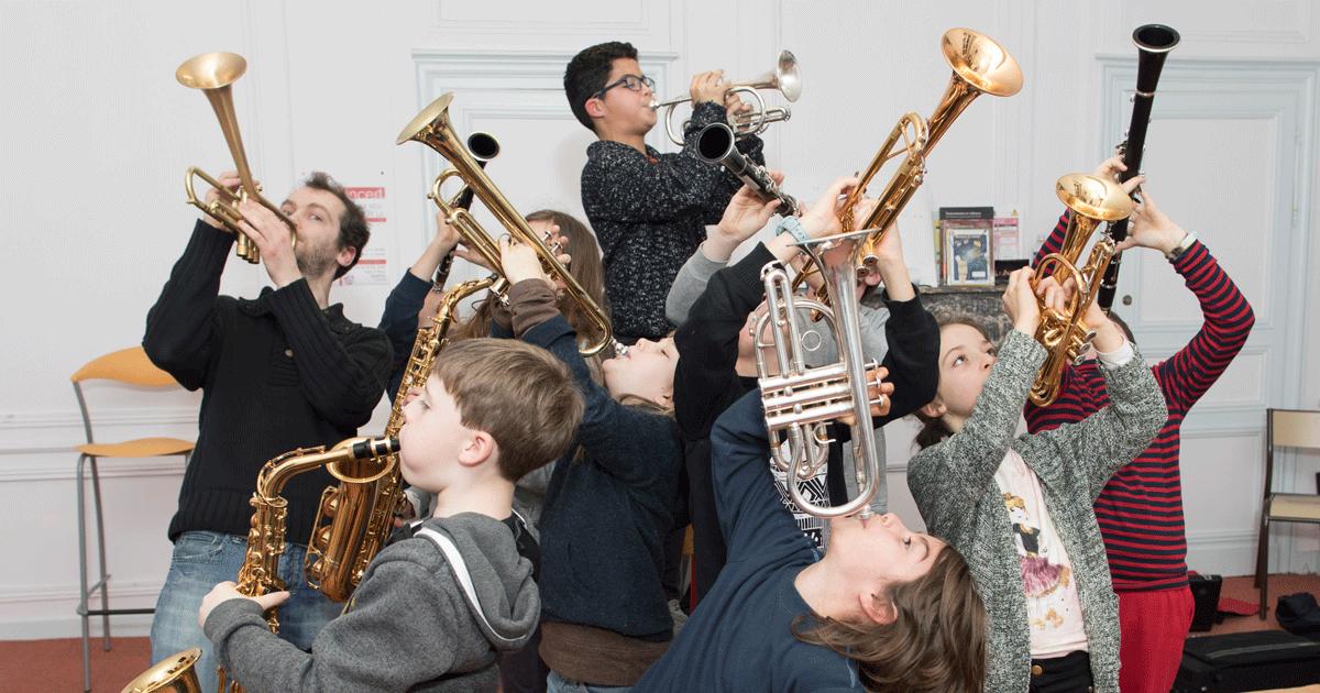 Les élèves de l'ensemble de cuivre du conservatoire en répétition.